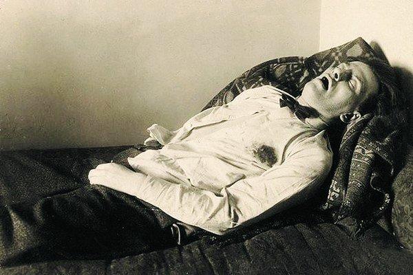 Vladimir Majakovskij 7. 7. 1893 = 14. 4. 1930. Ruský básnik, dramaturg a herec.