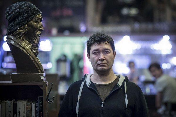 Richard Pupala (1972) pochádza z Veľkého Krtíša. Študoval žurnalistiku na FiFUK a scenáristiku na VŠMU v Bratislave. V roku 2007 zvíťazil v súťaži Poviedka. Momentálne pracuje na hranej filmovej dráme Pivnica a ako dramaturg sa podieľa na filmovej adaptác