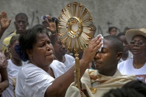 Budú ženy v kresťanských spoločenstvách naďalej iba pomocníčkami?