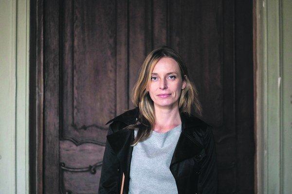 Anabela Žigová (1974)Filmárka a výtvarníčka. V Bratislave na VŠMU študovala scénografiu, titul získala v Paríži na École nationale supérieure des beaux-Arts, študovala aj na School of Visual Arts v New Yorku, kde pôsobí od roku 2001. Venuje sa performan