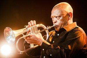 Koncert Hugha Masakelu s kapelou patril k vrcholom džezákov.