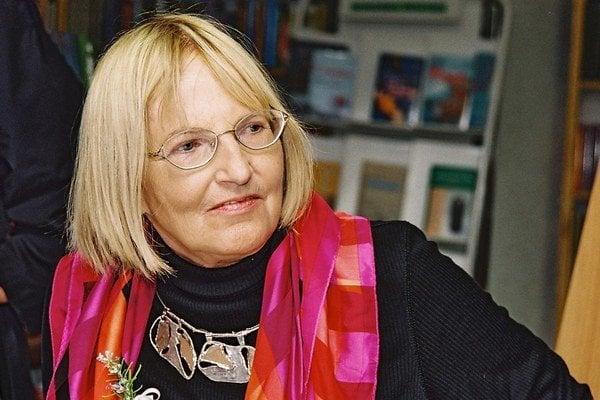 Jaroslava Blažková (1933) je výrazná prozaická osobnosť Generácie 56 a autorka obľúbených detských kníh. Pracovala v Československom rozhlase, neskôr v redakcii denníka Smena, odkiaľ bola v roku 1956 prepustená z politických dôvodov. Od roku 1959 sa venov
