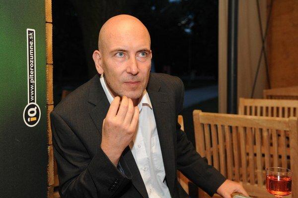 Ondrej  Štindl (1966), novinár, scenárista. V roku 2010 mal premiéru jeho film Pouta.