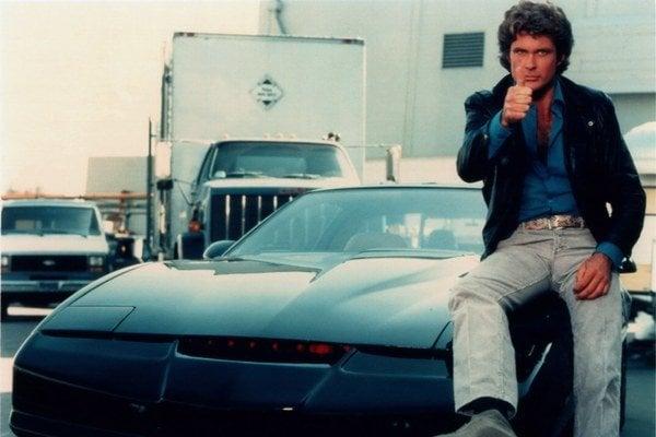 Michael Knight (David Hasselhoff) s najlepším priateľom človeka.