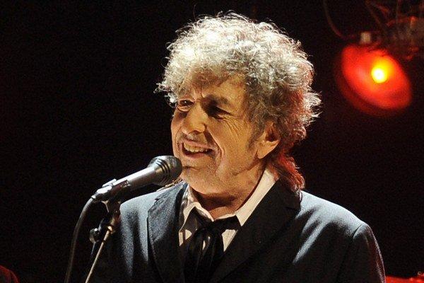 Bob Dylan poskytuje minimum rozhovorov a odmieta fotografov na koncertoch. Tento záber pochádza z Los Angeles z januára 2012.