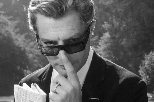 Marcello Mastroianni vo filme 8 1/2.