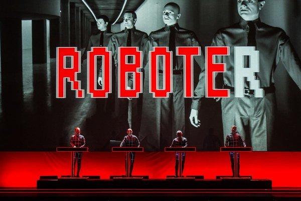 Skôr než koncert Kraftwerk priniesli audiovizuálnu šou.