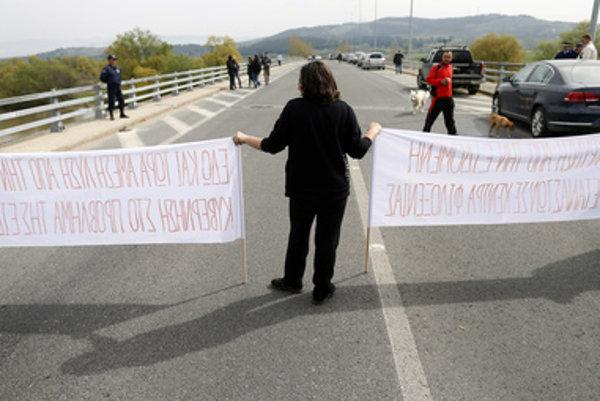 Protest utečencov na grécko-macedónskej hranici.