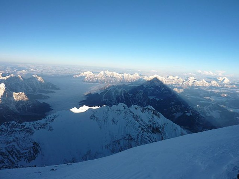 Záber z vrcholu Mount Everestu 22. mája 2013.