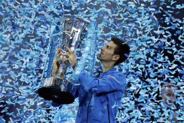 Novak Djokovič síce prehral s Federerom v skupine, no vo finále mu prehru odplatil.