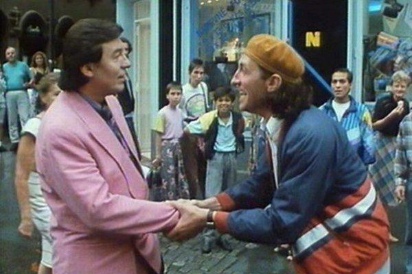 Moravská ľudová komédia zrkadlí divoké deväťdesiate roky.