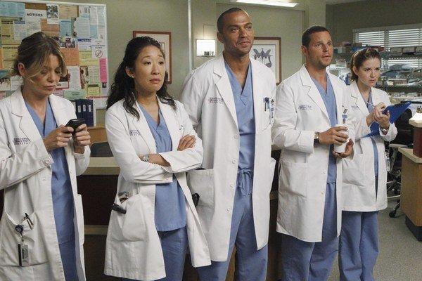 Lekárov z nemocnice Grace v Seattli netreba predstavovať. Už deväť rokov zachraňujú životy pacientov v cenami ovenčenom seriáli Klinika Grace (Chirurgovia).