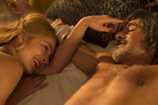 Režiséra Ariela Zeitouna zaujímalo, aké stopy zanecháva milostný vzťah na ľudských telách. V Angelike sa to pokúsil zobraziť.