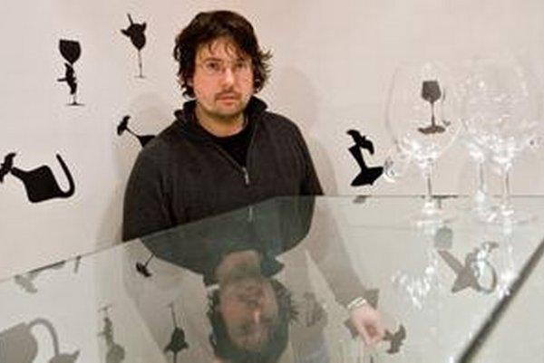 Patrik Illo (1973) - venuje sa dizajnu skla, experimentálnemu dizajnu, tvorbe objektov a inštalácií, ako vedúci ateliéru Sklo pôsobí na VŠVU v Bratislave, jeho tvorba sa prezentovala na desiatkach výstav doma i v zahraničí.