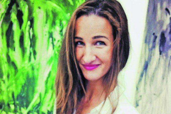 Katarína Janečková absolvovala štúdium maľby u profesora Ivana Csudaia na VŠVU. Venuje sa figurálnej maľbe, predovšetkým aktom. V roku 2012 získala tretie miesto v súťaži Maľba roka, ktorú vyhlasuje Nadácia VÚB.