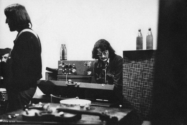 Alfréd Michl tentoraz za klávesami.