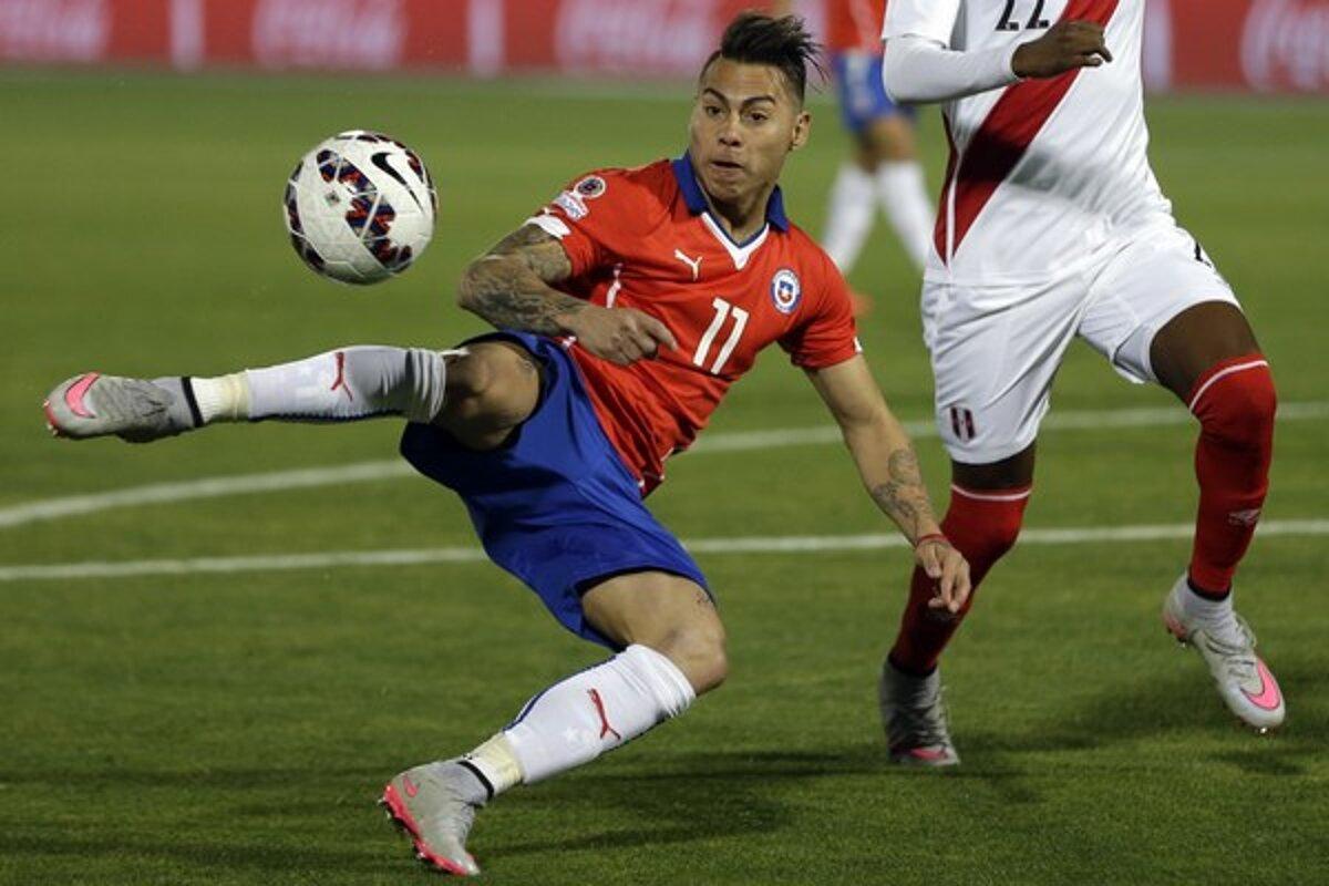 6ddb774a05d07 Eduardo Vargas strelil prvý gól Čile v dueli s Brazíliou.(Zdroj: TASR/AP)