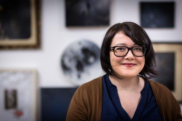 Lucia Tallová (1985) – absolventka bratislavskej VŠVU (ateliér I. Csudaia), spoluzakladateľka galérie SODA gallery, držiteľka ocenenia Strabag Artaward International. Tento rok zvíťazila v súťaži  Maľba, ktorú organizuje Nadácia VÚB. Aktuálnu výst