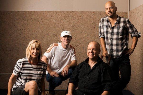 Aktuálna zostava: zľava nová basgitaristka Kim Shattuck, David Lovering, Black Francis a Joey Santiago.