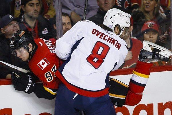 Ruský tank Alexander Ovečkin valcuje NHL prakticky okamžite od svojho príchodu do zámoria.
