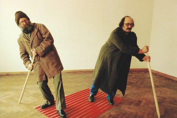 Nová vážnosť: Exposition – Exhibition. Z výstavy Kontextuálne umenie, ktorá je v bratislavskej Galérii Cypriána M ajerníka do 1. februára. Kurátorkou je Nina Vrbanová.