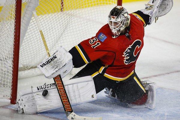 Brankár Karri Rämö v Calgary nepresvedčil.