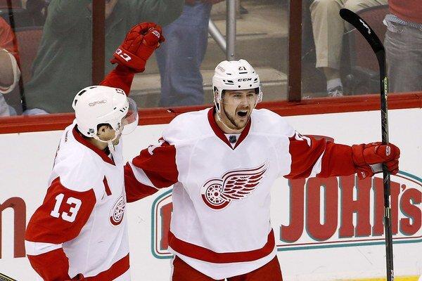 Tomáš Tatar (vpravo) pomohol Detroitu k víťazstvu.