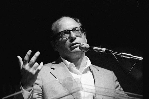 Oscar Hijuelos na archívnej fotografii.
