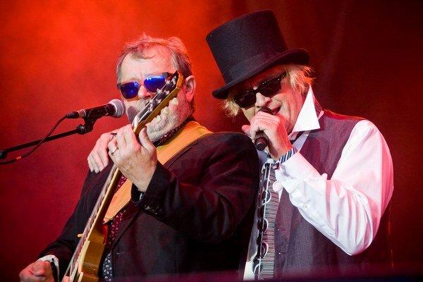 Michael Kocáb (vpravo) a Michal Pavlíček spolu počas koncertu Pražského výběru.