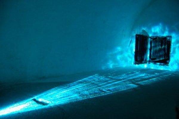 Z výstavy Priestor / svetlo...
