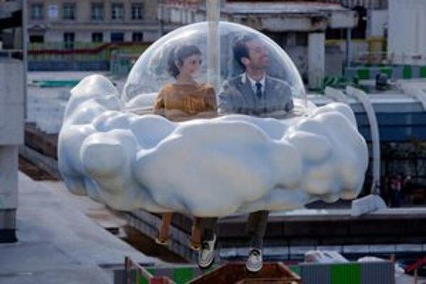 Audrey Tatou a Romain Duris ako Chloé a Colin z príbehu Borisa Viana Pena dní.