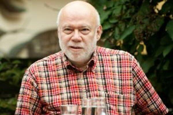 Ján Štrasser (1946) je básnik, textár, prekladateľ a publicista. V posledných rokoch sa venuje najmä knižným rozhovorom so známymi slovenskými osobnosťami.