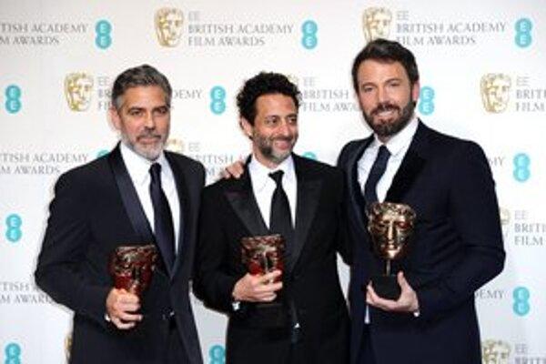 George Clooney, Grant Heslov a Ben Affleck s cenami BAFTA pre film Argo, ktorý zvíťazil v kategóriách Najlepší film, Najlepšia réžia a najlepší strih. Clooney a Heslov ho produkovali, Affleck režíroval a aj si v ňom zahral.