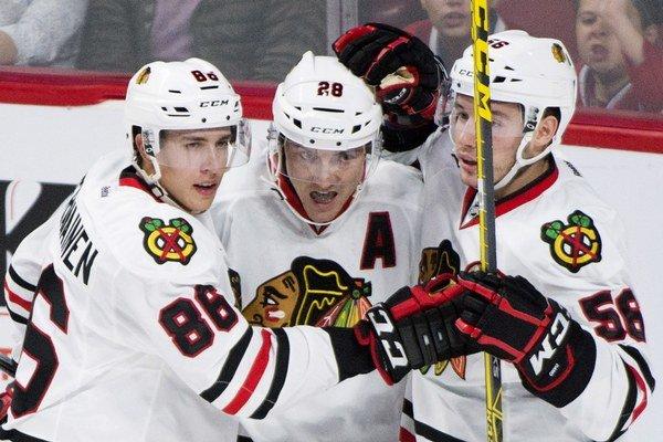 Marko Daňo (vpravo) sezónu v NHL v drese Chicaga Blackhawks nezačne.