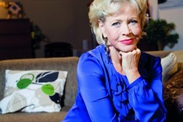 Jana Švandová (1947)Narodila sa v Prahe. V rokoch 1968 - 1973 študovala na Janáčkovej akadémii múzických umení v Brne.  Hrá v Divadle Bez zábradlí a v Divadle Radka Brzobohatého. Účinkovala v muzikáloch Kleopatra či Grék Zorba. Na plátne sa prvý raz o