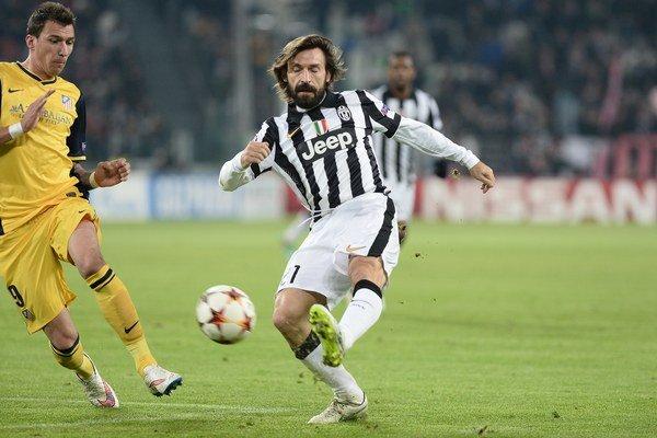 Andre Pirlo (vpravo) hral v rodnom Taliansku dvadsať rokov.