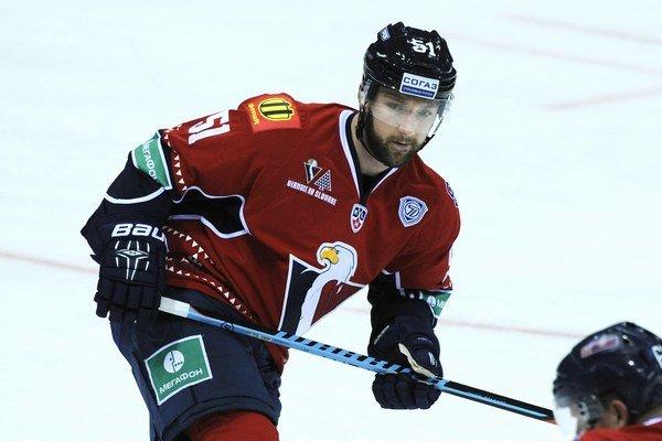 Cam Barker bude naďalej pokračovať v Slovane Bratislava.