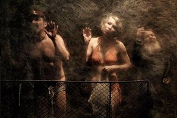 Fotograf Mirek Tichý, prezývaný Tarzan, číhal na svoje objekty v blízkosti plavárne.