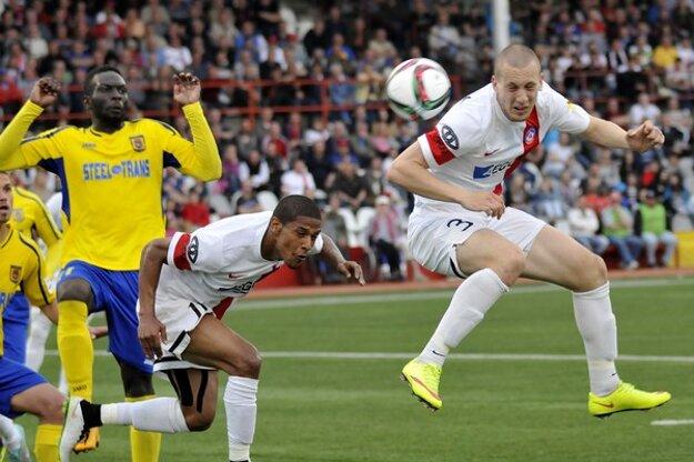 O jediný gól sa na kopaniciach postaral srbský stopér Trenčína Milan Rundič (vpravo).