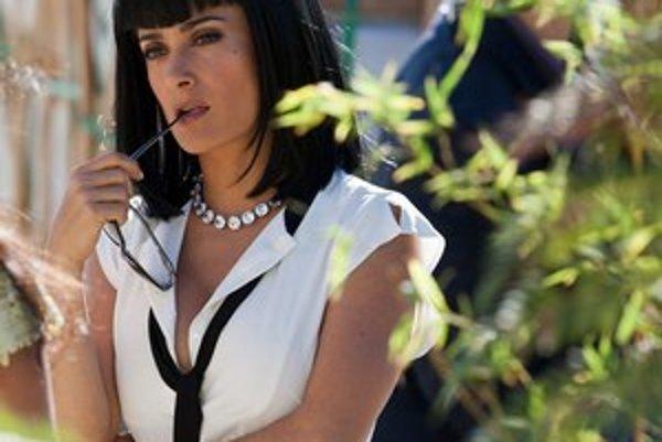 Salma Hayek tentoraz ako obávaná Madrina vo filme Olivera Stonea Divosi.