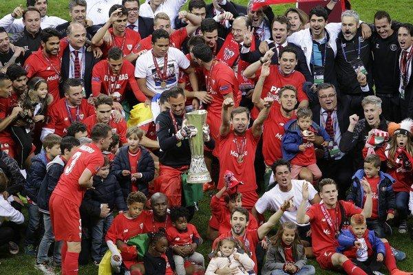 Koncom mája sa hráči FC Sevilla tešili z triumfu v Európskej ligy. V utorok však budú proti Barcelone v pozícii outsidera.