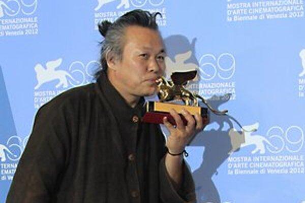 Číselná symbolika - porota v Benátkach vyberala tento rok spomedzi osemnástich filmov, Pieta je osemnástym filmom Kim Ki-duka.