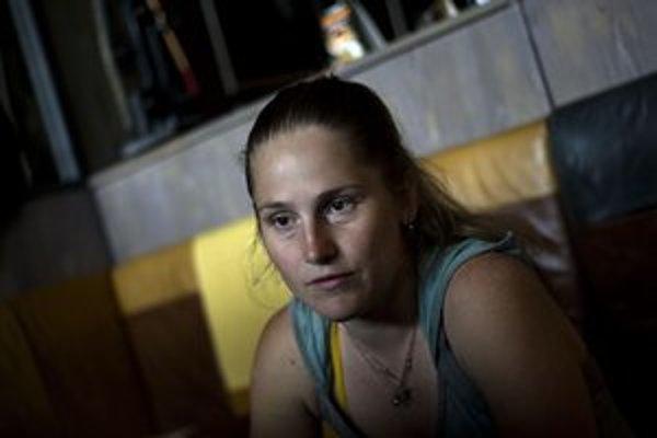 Alexandra Salmela (1980) sa narodila v Bratislave, vyštudovala dramaturgiu na VŠMU a fínčinu v Prahe na KU. S manželom a dvoma deťmi žije v Tampere.