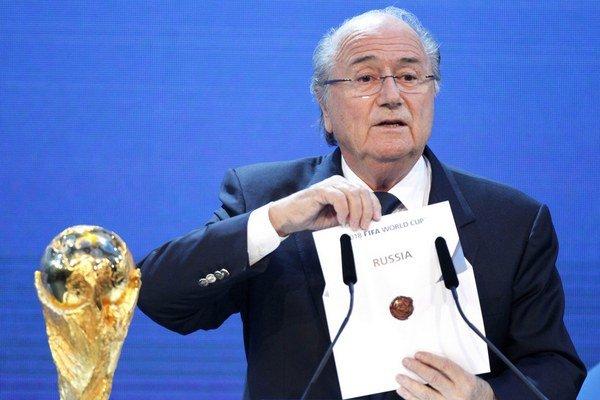 Dnes už bývalý šéf FIFA Sepp Blatter bol pre mnohých futbalových fanúšikov symbolom arogancie moci.