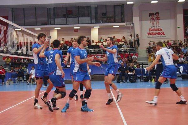 Slovenskí volejbalisti sa po úvodnom zápase Európskych hier tešili.