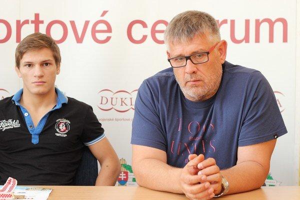 Tréner Karol Lengyel so svojím zverencom  Zoltánom Lévaiom (vľavo).