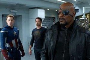 Kto tu môže byť šéf? Chris Evans ako Captain America, Robert Downey Jr. ako Iron Man a  Samuel L. Jackson ako Nick Fury vo filme Avengers: Pomstitelia.