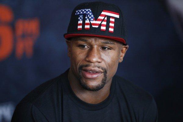 Známemu boxerovi Floydovi Mayweatherovi v minulosti Austrália odmietla udeliť víza po jeho odsúdení za domáce násilie.