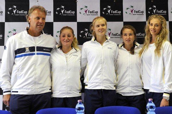 Reprezentačné družstvo Švédok - zľava kapitán Lars-Anders Wahlgren, Susanne Celiková, Ellen Allgurinová, Rebecca Petersonová a Cornelia Listerová.