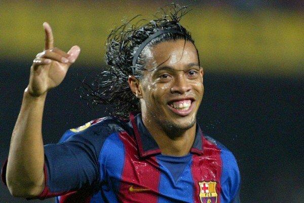 Široký úsmev patril k Ronaldinhovi rovnako, ako fantastická loptová technika.